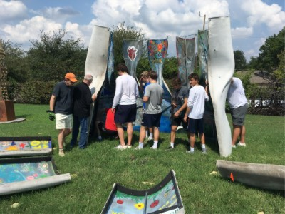 Jesuit Students Take Part In The Sukkah Project